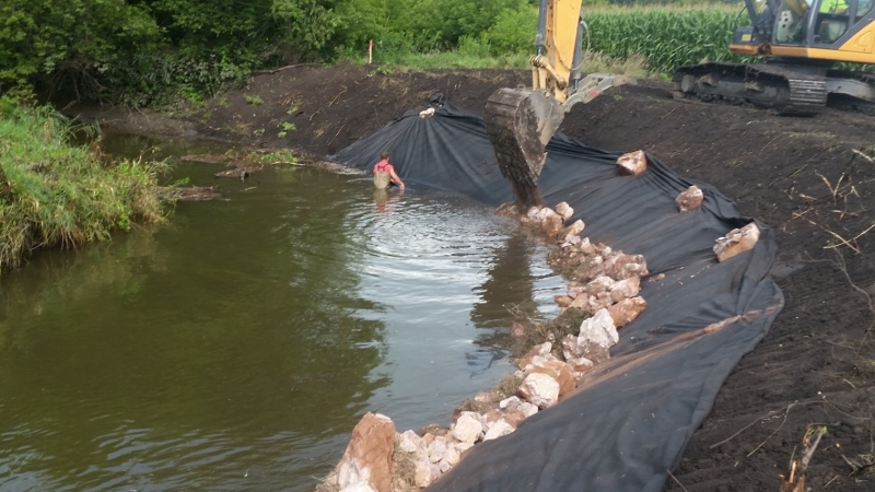 Photo, Lamberton 22 Streambank in construction. 800x450